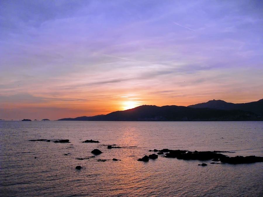 L'attribut alt de cette image est vide, son nom de fichier est ajaccio-depuis-lyon.jpg. La Corse l'île de beauté et ses paysage a couper le souffle